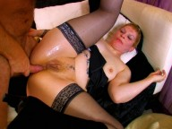 Vidéo porno mobile : The maid punished by her boss
